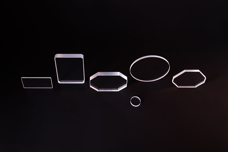 Laseroptiken-vor-schwarzem-Hintergrund