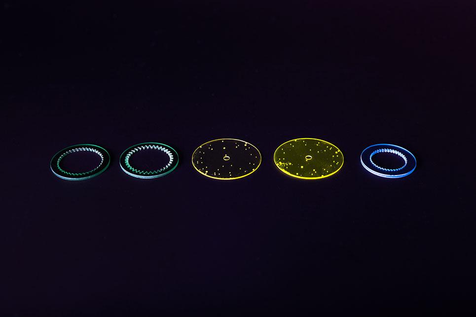 diverse-Formen-vor-dunklem-Hintergrund